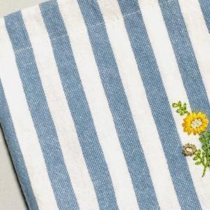 マチ付き刺繍巾着を作りました。