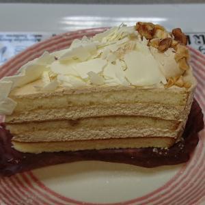 ホワイトモカケーキとパンプキンスコーン…STARBUCKS