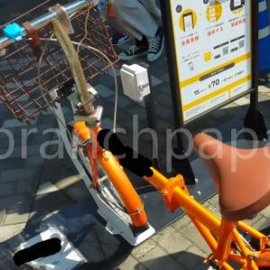 レンタル電動自転車のスタンドを駐輪場所として使う人たちの話