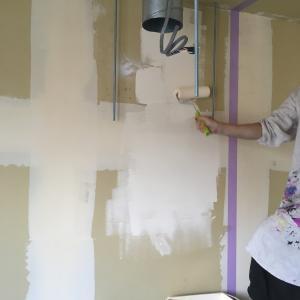 壁と天井を塗る④〜いよいよ!耐水塗料編〜