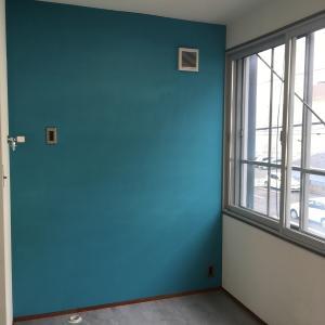 壁と天井を塗る⑥〜マスキング剥がし、そして完成〜
