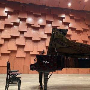 ファツィオリのコンサートグランドピアノ弾いてきました🎵