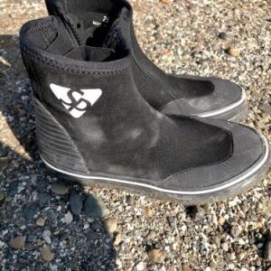夏の磯釣りに安くてオススメのブーツ
