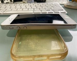 iPhone5 のバッテリー膨張