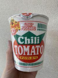 問題!カップヌードル シーフードとチリトマト、どちらが先に発売されたでしょう?