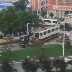 鄭州地下鉄5号線から列車が搬出その1