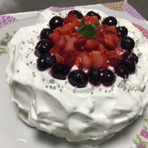 アラフォー自分で自分の誕生日ケーキ作ったってよ。