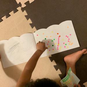 手指と脳を使って、3歳児が集中して遊ぶ!