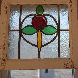 DIY: 窓枠にステンドグラス取り付けと窓の話