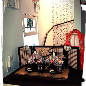 web内覧会: 玄関ホールの飾り台