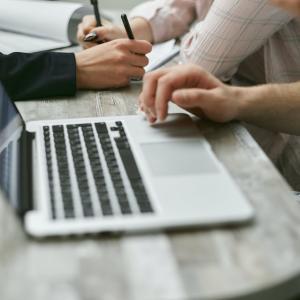 WEBライターになるには?超初心者でもパソコンがあれば始められる在宅WEBライター