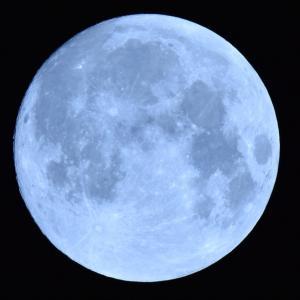 明日の満月が超特別なワケ☆牡牛座満月×ブルームーン