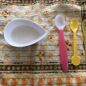 離乳食5.6日目、10倍粥3さじ。離乳食スプーン買いました。