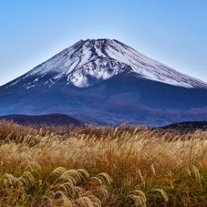 戸田城聖は、創価学会の宗教法人設立に際して三ヶ条遵守を約束した。