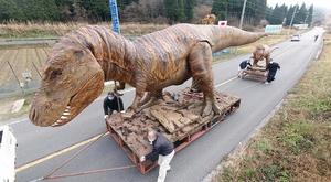 恐竜の親子が「冬眠」のため福井県の国道を移動しました