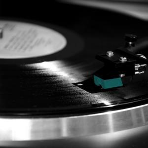 年を取ると新しい音楽が嫌いになる理由と対策