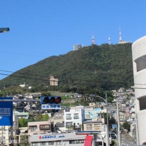 稲佐橋から稲佐山を見上げてみましょう。