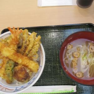青森空港内あじまし亭でのランチ、天丼を選択です。