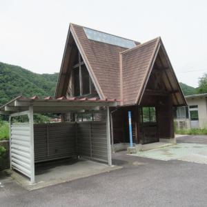 式敷駅は、広島県安芸高田市高宮町にあった、JR西日本三江線の駅(廃駅)。