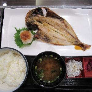 駿河湾沼津SAするが食堂で、アジの干物定食いただきま~す。