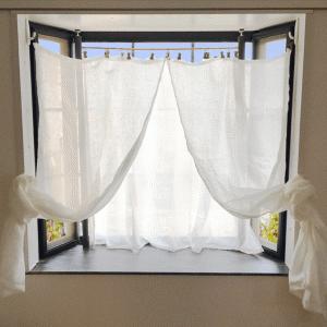 出窓にカーテンをつけよう!