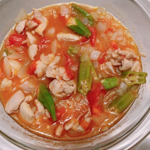 【時短レンジおかず】オクラとチキンのトマト煮込み