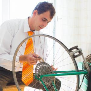 ユニクロの感動パンツをロードバイク通勤で1年履き続けた結果を報告します。