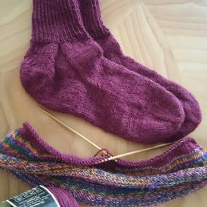 葡萄色の靴下できました