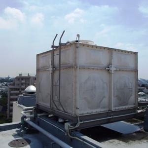 マンションの高架水槽の点検の蓋が吹き飛んだ