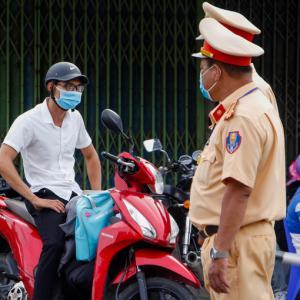 ベトナム公安省、お腹ポッコリ警察官を路上勤務から外す方針