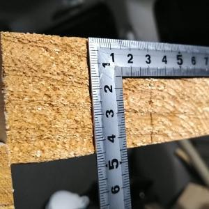 桧の切板を削る