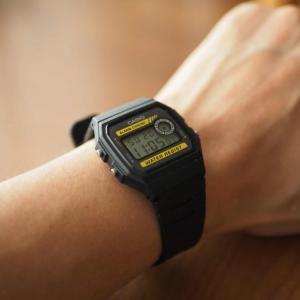 超軽量で全く疲れないお洒落な腕時計「カシオ F-94WA-9JF」購入レビュー