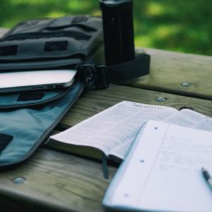 「高校生活」課題の多い高校 VS 課題の少ない高校