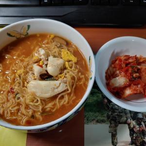 「辛ラーメン乾麺」を食べて「ホンオフェ」と「ピョンユック」に「マッコリ」