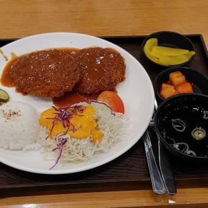 韓国の大型マート、ホームプラスで「思い出の王豚カツ」を食べてマッコリとタコを買って来ました。