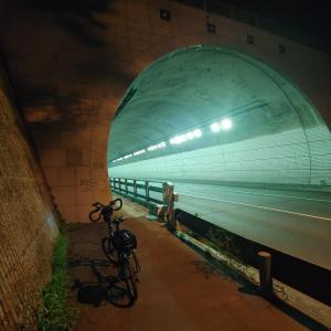 久しぶりに自転車に乗ってトンネルに通りました。