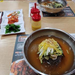 すごく暑くなって冷麺を食べに行きました。