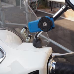 Vespaのミラーバーに取り外し簡単なQuad Lockでスマホをマウント