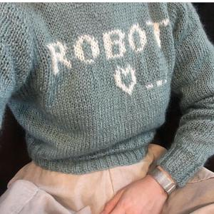 編み物 ♬ アルファベットを模様編みしたセーター