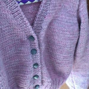 編み物 ♬背中に刺繍とスパンコール