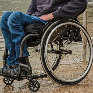 脊髄損傷者の乗移りはどうやってやるの?移乗動作のポイントを紹介
