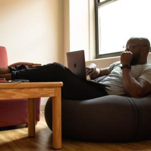 座りすぎは健康に悪影響!座りっぱなしの健康被害と対策方法4選