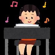 ピアノを使った娘のクイズに苦戦する母。