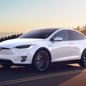 テスラ「57兆円あるから自動車メーカーの買収を検討する」