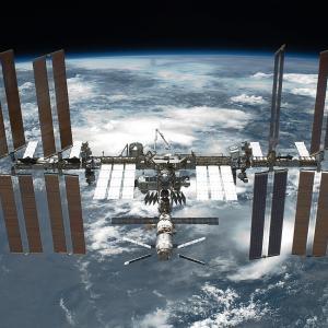 【ISS】国際宇宙ステーション、ロシア実験棟「ナウカ」による想定外のエンジン誤噴射で一時制御不能の危機に