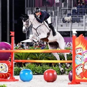 【五輪】総合馬術で予期せぬ減点が相次いだ障害、馬がオブジェのだるまに驚いた事が原因か