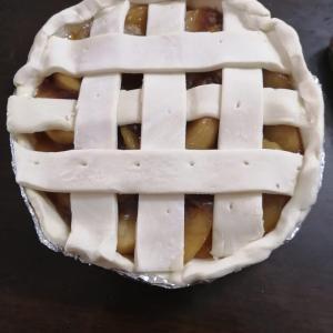 漫画シャーリーのアップルパイが食べたいので、作った。見た目が悪い。