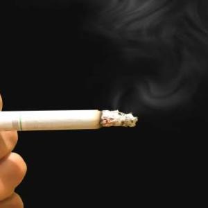 下級国民警備員の辛さ「肉体労働者はタバコ吸いすぎ」