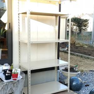 業務用スチールラックで作る多肉棚。屋外での雨風対策。