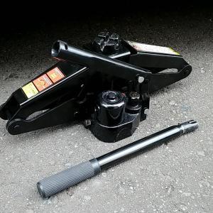 タイヤ交換時のジャッキアップは場所を選ばず使える油圧式ジャッキがおすすめ。負担が大幅に減。